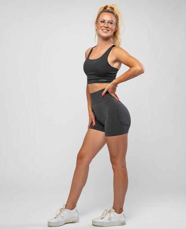 topki-Leona-minimalisticne-udobne-najboljsi-sportni-kompleti-za-trening